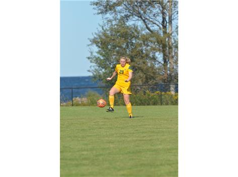 Ashleigh Hansen playing in her first game at NMU.