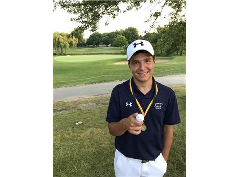 """""""Sweet Lou"""" Narcisi displays his 6th place medal from the Leyden Invitational on August 11, 2018"""