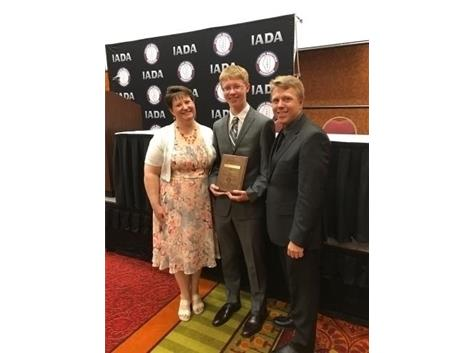Ben Zinn was named the State of Illinois' male recipient of the National Intercollegiate Athletic Administrators Association's Scholar Athlete Essay award at the Illinois Athletic Directors Association state conference on Sunday, May 7, 2017.