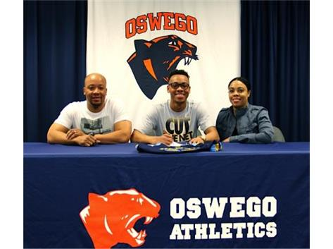Malique Ross signs with Rock Valley College to play Boys Basketball.