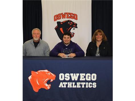 Dan Bertok signs with University of Wisconsin-Whitewater to continue playing Football.