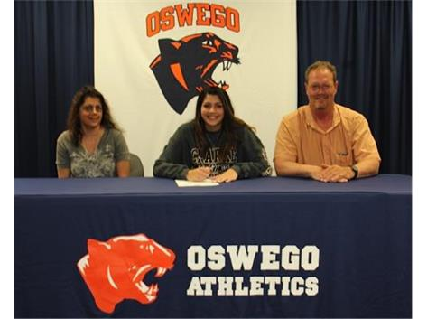 Gillian O'Neil signs with Clarke College to continue playing basketball.