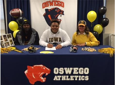 Noah Shannon signs with University of Iowa to continue playing football.