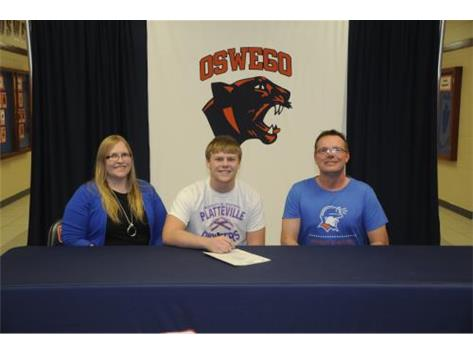 Levi Olson signs to continue playing Football at University of Wisconsin-Platteville.