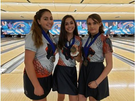 Lexi Dellaca (6th), Sydney Kuntzman (8th), & Alysa Vaughn (12th) @ Oswego East JV Invite