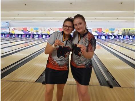 Lani Breedlove (7th) & Katelyn Watson (13th) at Joliet West Invite 2020