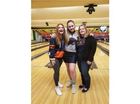Katelyn Watson with Mom & Sister @ 2020 Sectional Tournament