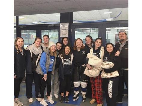 lacrosse went cheer on teammate Sarah Steadman '19 at her hockey game!