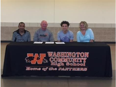 Devin Whitelow signs to play basketball at Winona State Universtiy