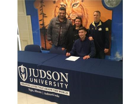 Jesus 'Chuy' Fernandez signs with Judson