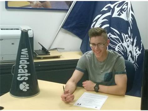 Matt Dall signs w/Dominican University