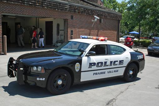 schwarzweiss-polizeiwagenbild-illegale-muschivideos