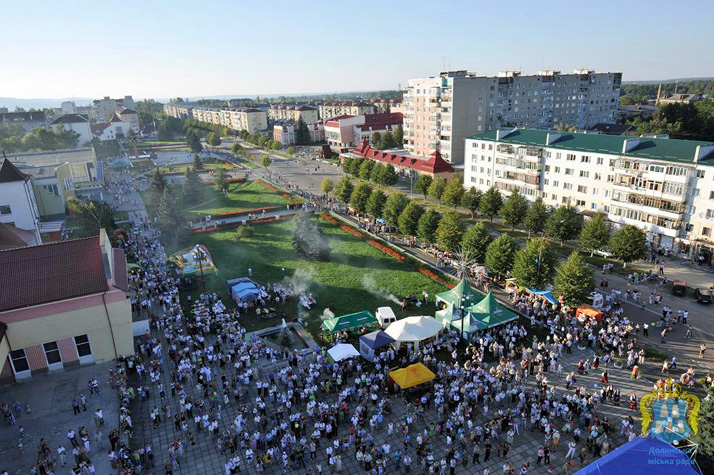 A view of a town celebration in Dolyna. (Photo via Dolyna's official website).