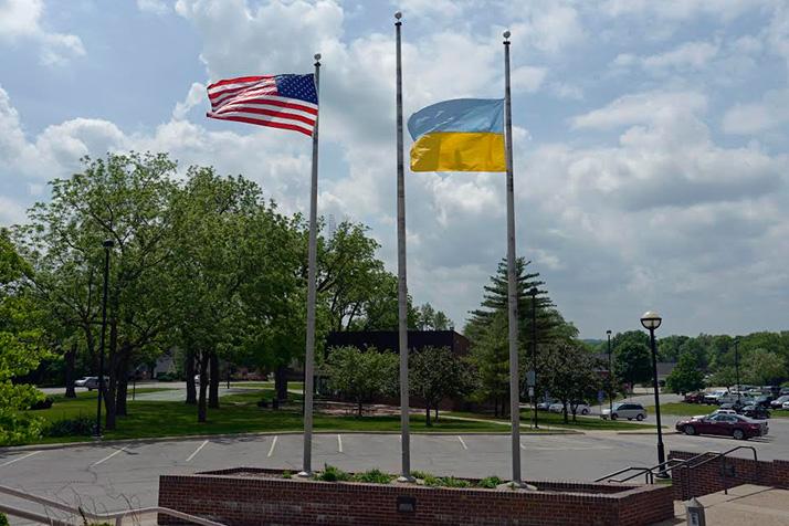 he Ukrainian flag flew outside Prairie Village city hall last weekend. Photo courtesy Bob Glywa