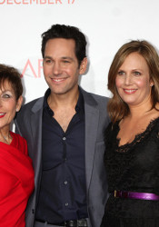Paul Rudd with his mother, who introduced him at the CHAT series event Tuesday, and his wife.
