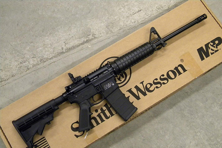 A Smith & Wesson M&P 15 similar to the ones purchased by the Shawnee Mission School District in 2015. Photo via GunsAmerica.com.