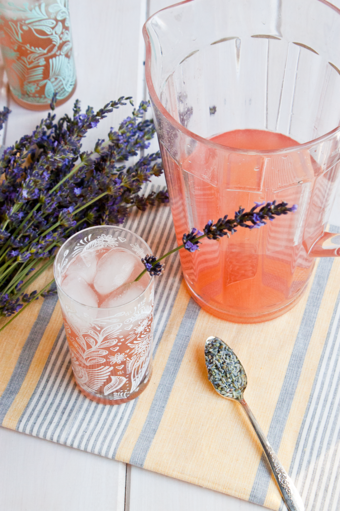 Vegan lavender lemonade recipe. Perfect for summer pool parties and BBQs!