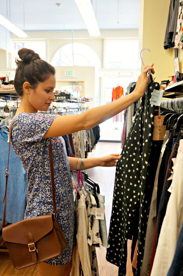 Guide to shopping in thrift stores and buying secondhand