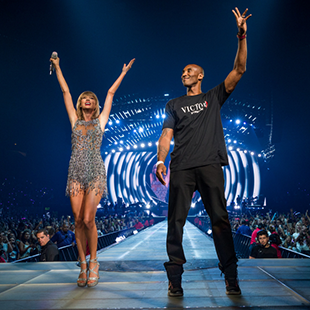 Kobe Bryant joins Taylor Swift onstage on the 1989 World Tour at Staples Center
