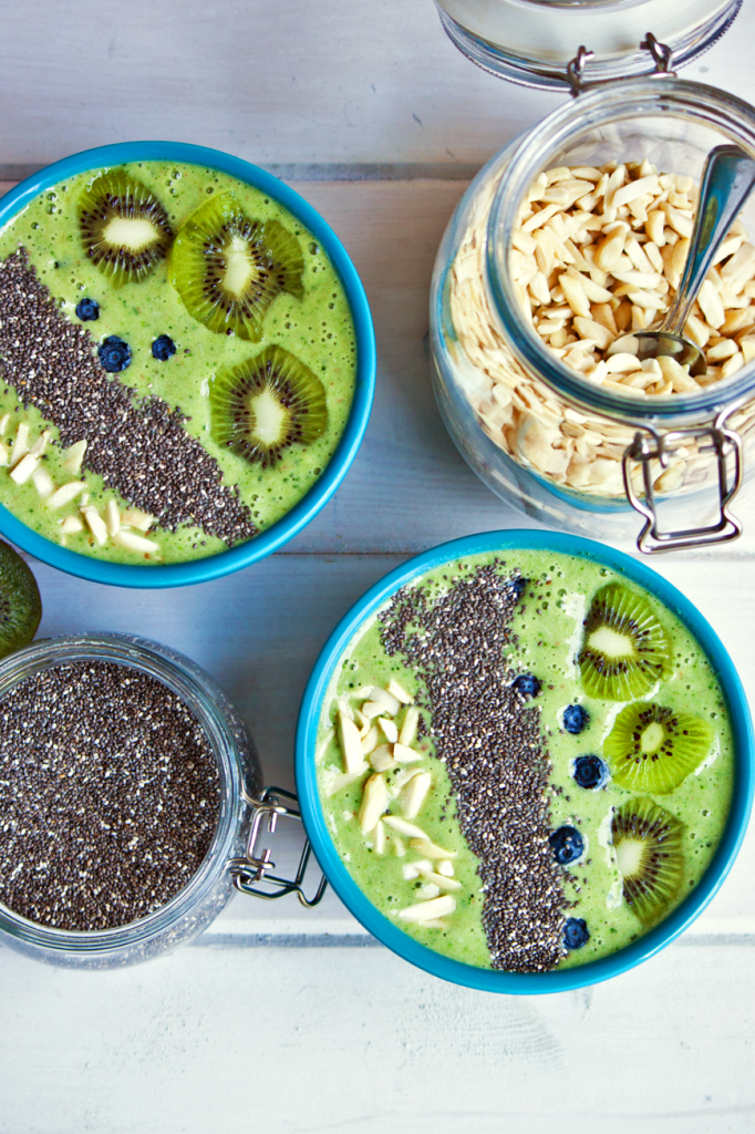 Easy and Delicious Vegan Smoothie Bowls by Vegan À La Mode