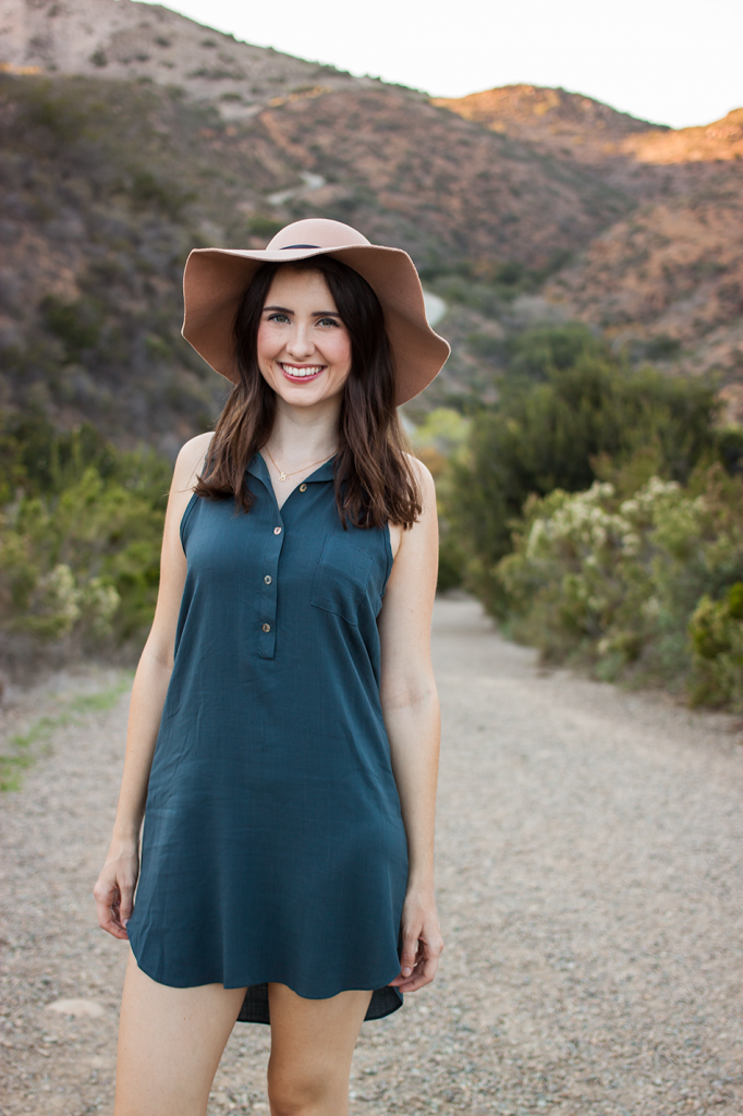 Floppy vegan hat with a shirt dress