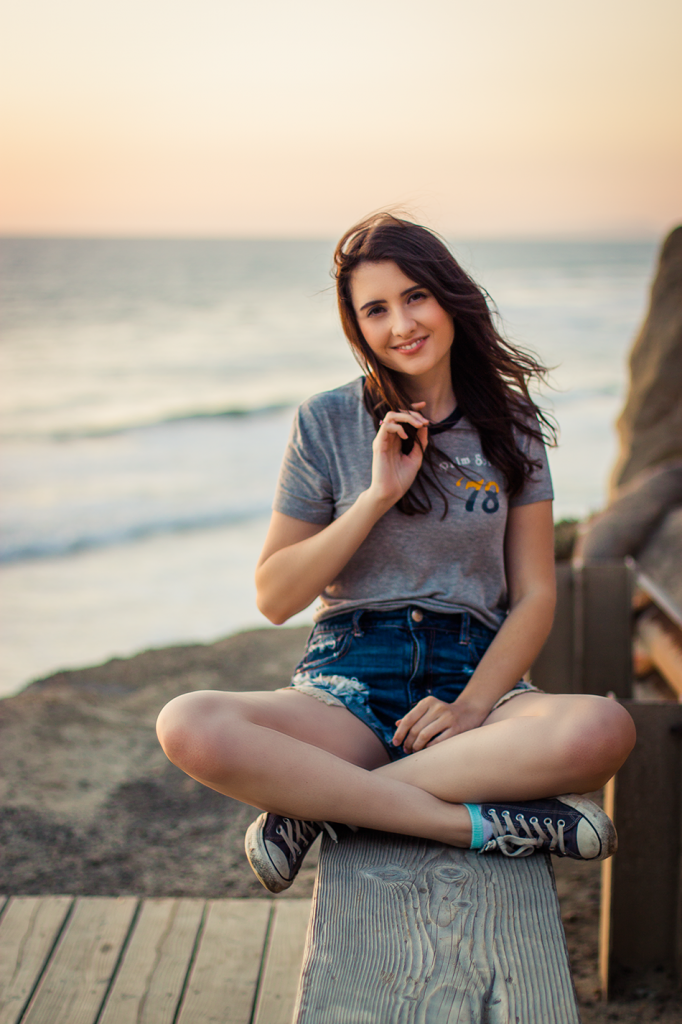 Sunset at Black's Beach in La Jolla, San Diego, CA. American Eagle Outfitters tee and denim shorts, beach style and fashion.