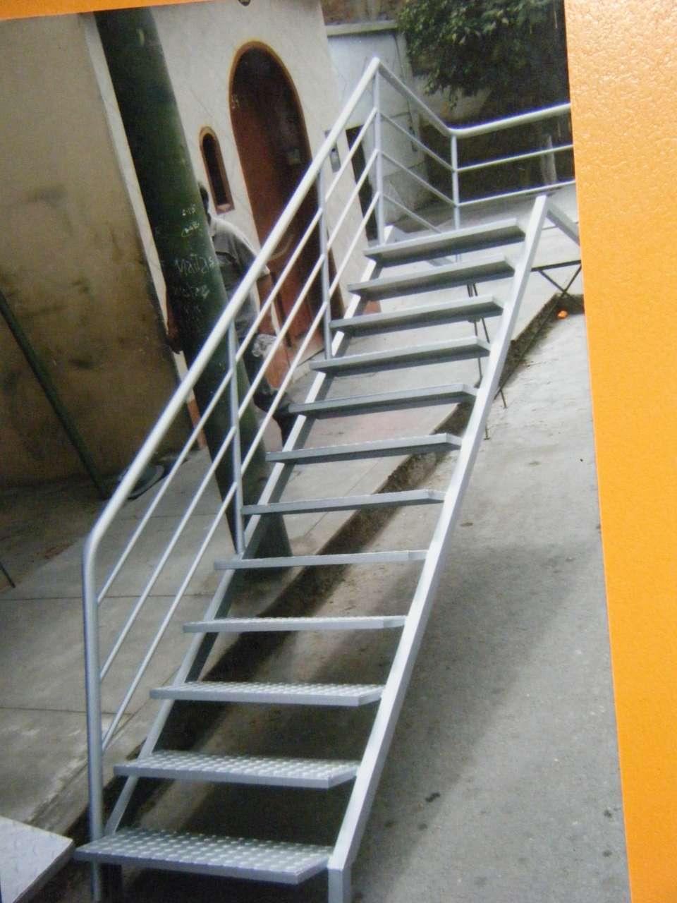 Pyme 005465 galeria960 002 jpg for Escaleras de fierro para casa