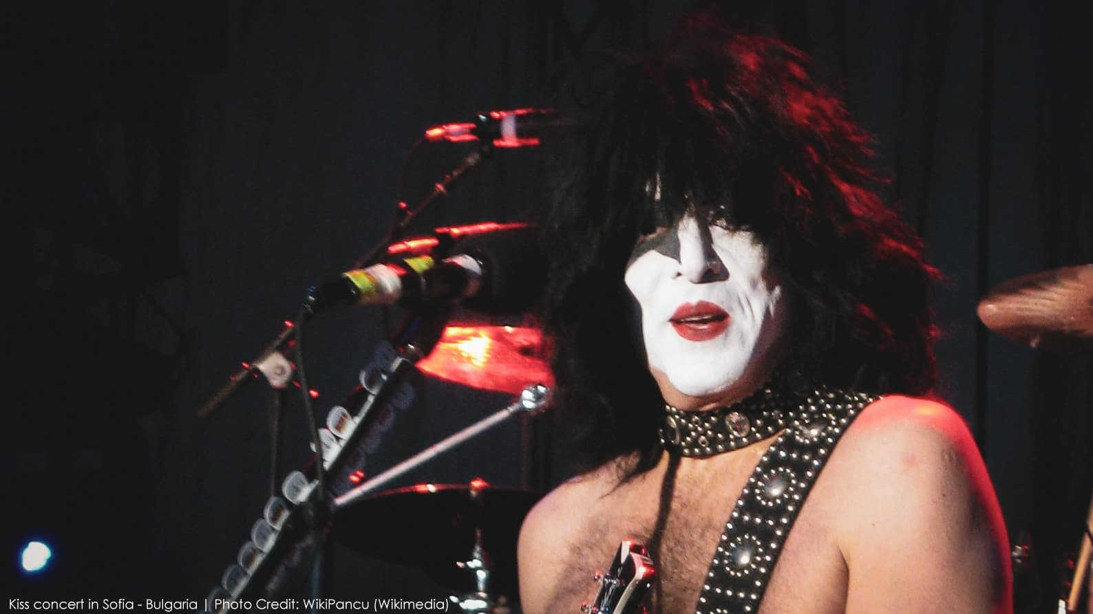Did a KISS Fan Really Get a Refund Because Paul Stanley is Using a Backing Track?