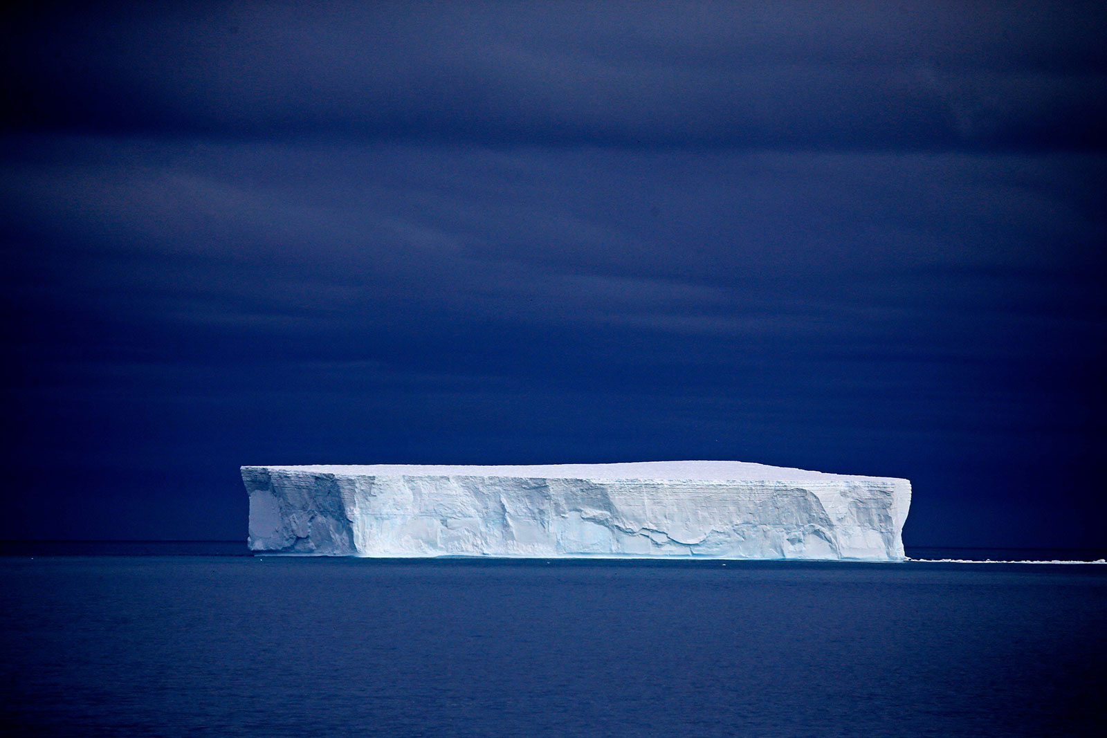 Tabular iceberg - Photo credit: passenger: lijishan