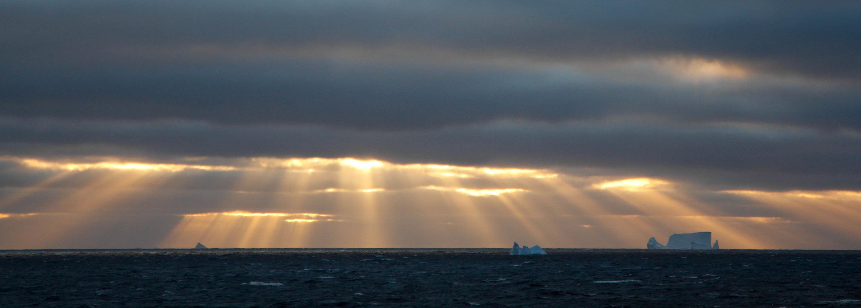 Baffin_Bay_sunset_pano_Daven_Hafey.jpg