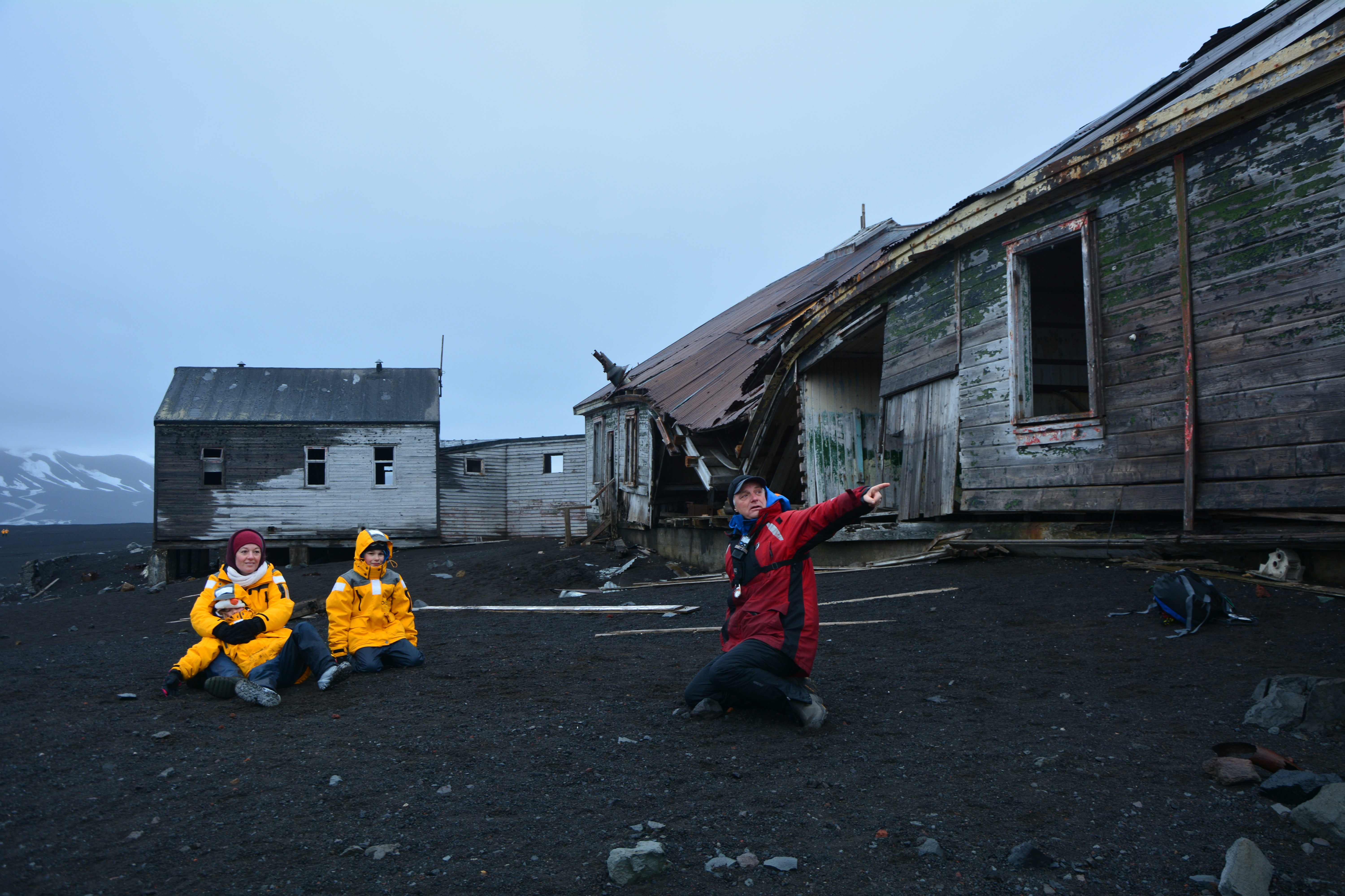 Open_air_class_room_Deception_island.jpg