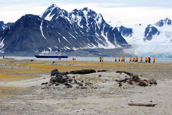 xThree-Arctic-Island-600x401.jpg.pagespeed.ic.wfneee5Yv2