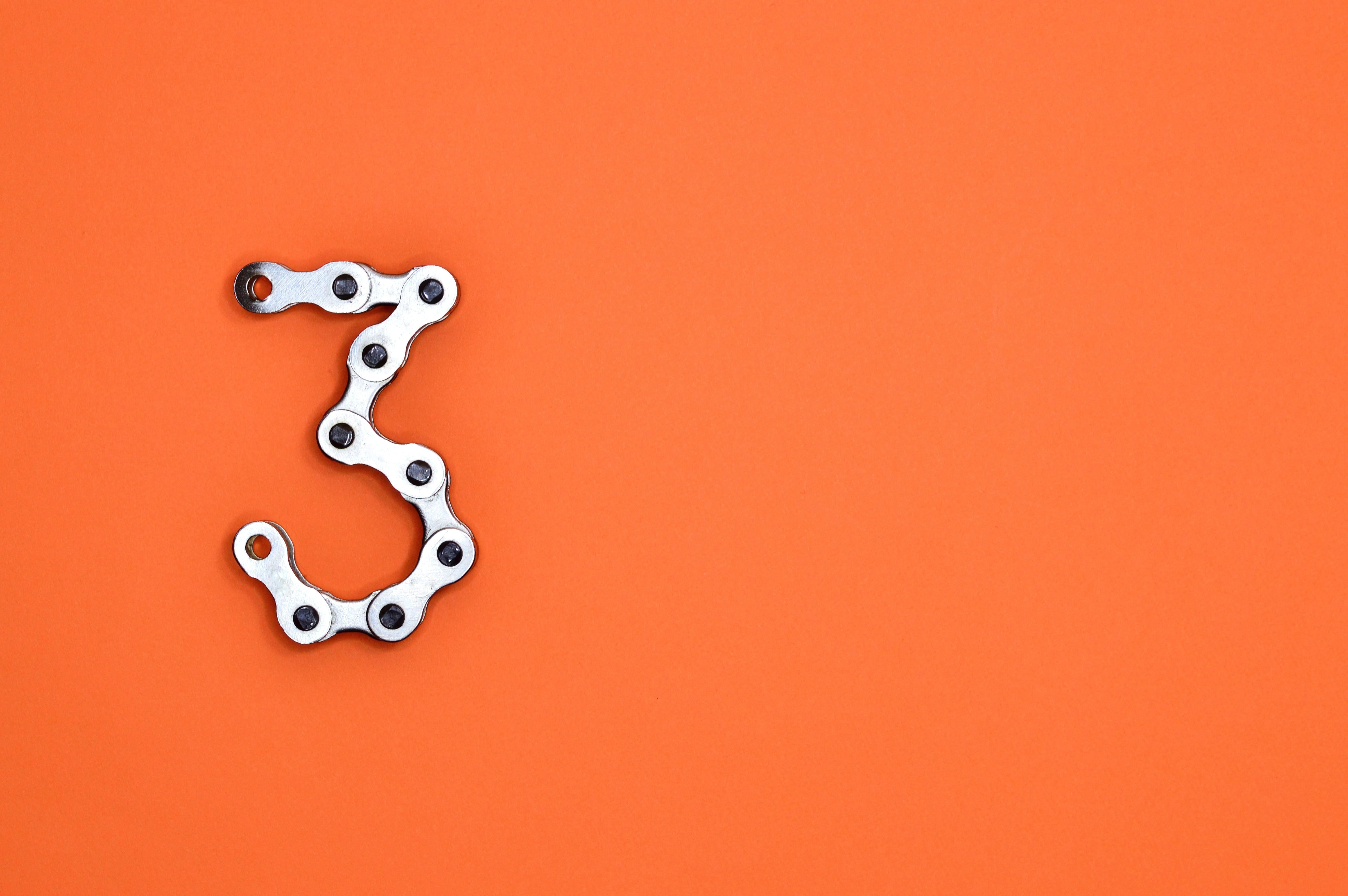 a chain in the shape of 3 to represent the 3 parts to a new supply chain operating model