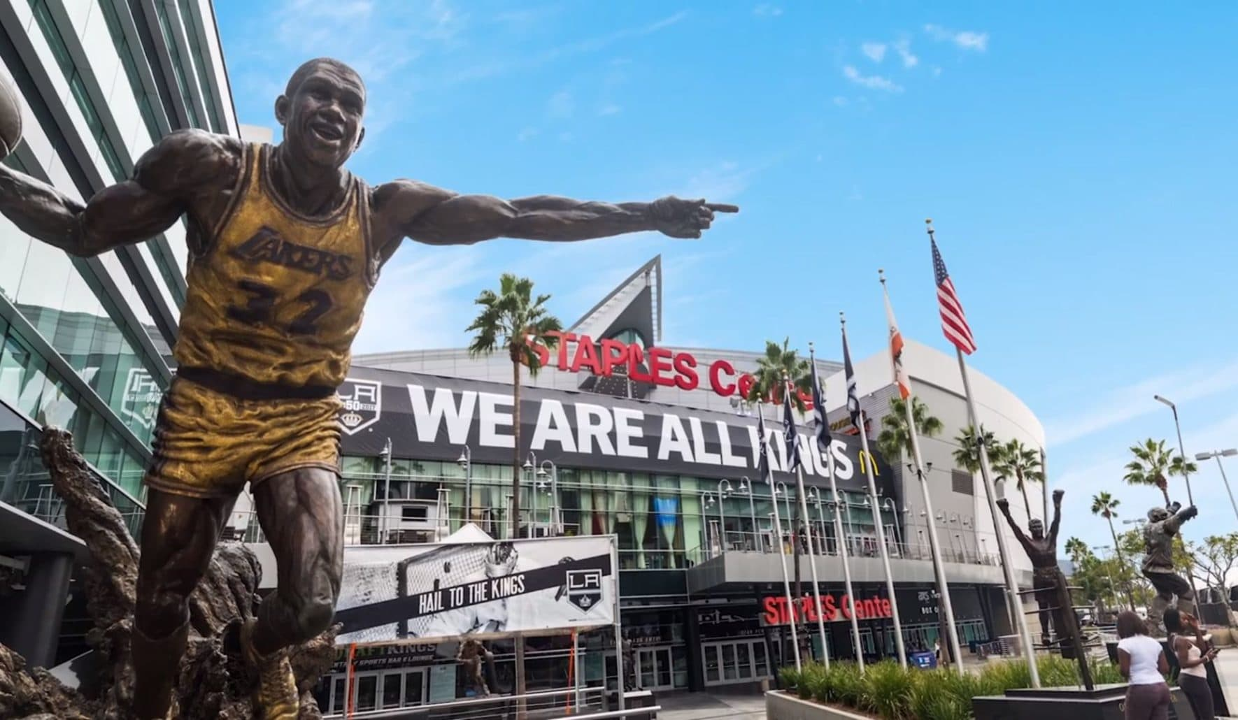 Statue of a Lakers player outside of Staples Center