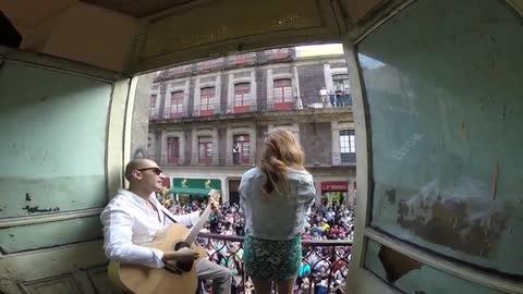 Ana Victoria cantando en el Centro Histórico de la #CDMX - Ana Victoria