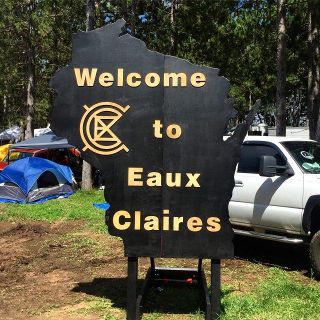 Eaux Claires Sign