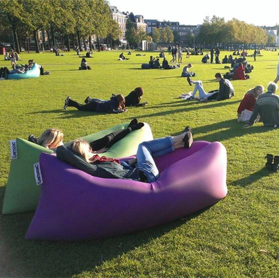 lamzac-inflatable-hammock-inflatable-beach