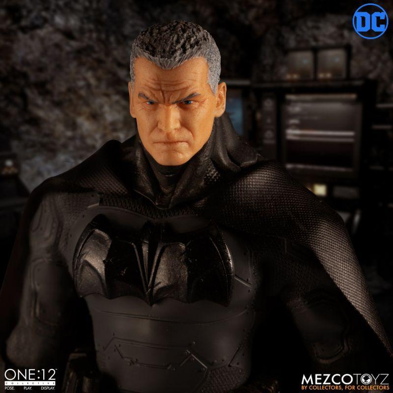One12 Batman Supreme Knight 12