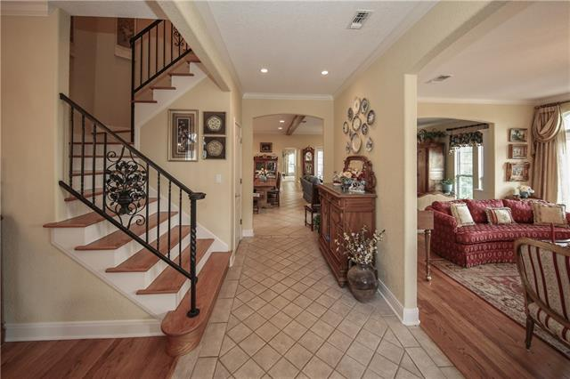Inviting Entry area!  Formal Living Room on the right.