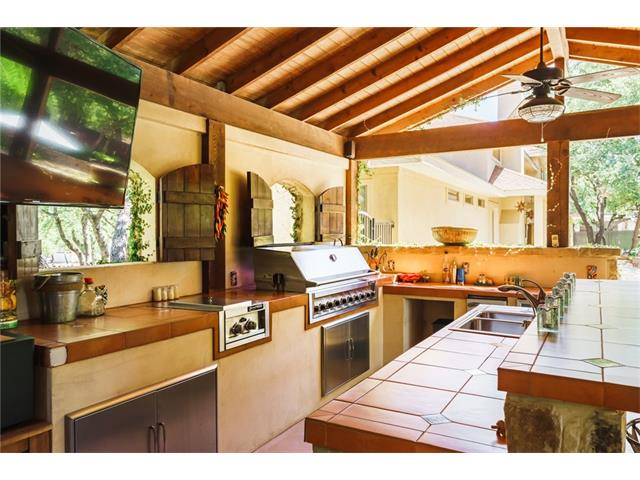 Cabana Kitchen - awesome for outdoor living and entertaining.