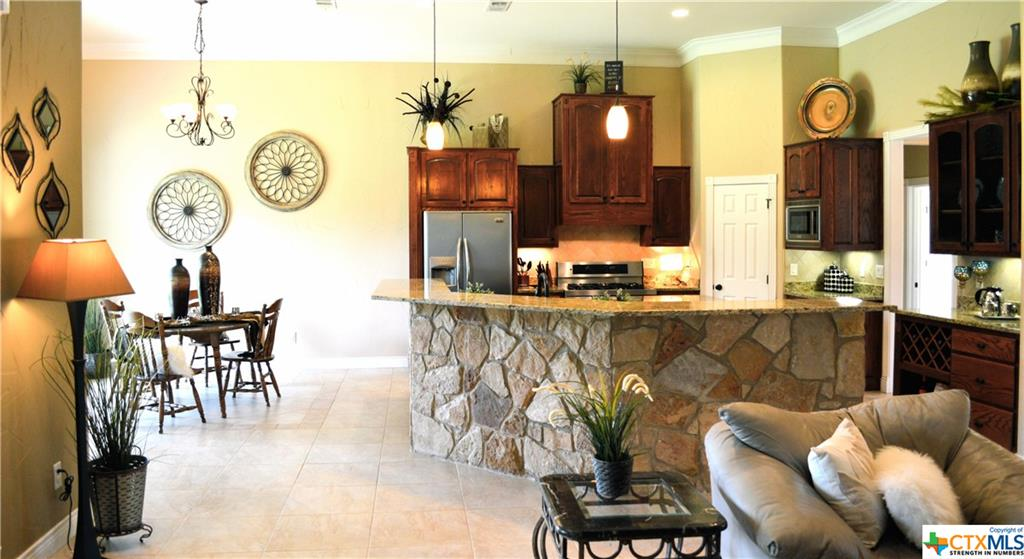 SURROUND BAR W/HILL COUNTRY STONE