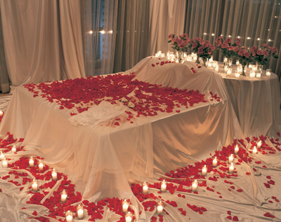 romantic bedroom roses valentines upon us we wine the moon i lay boom 489