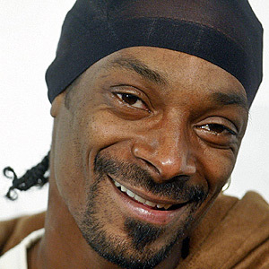 https://s3.amazonaws.com/rapgenius/1360312773_Snoop-Dogg.jpg