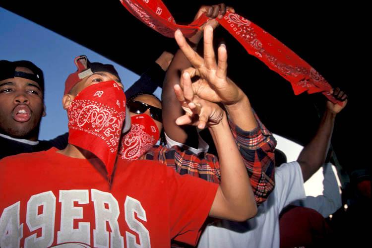167_1Bloods_Gang_Members_Flash_their_Sign__Los_Angeles_1993.jpg