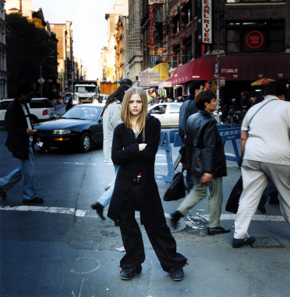 Avril-lavigne-photoshoot-001-let-go-album-2002-anichu90-18425516-1654-1697