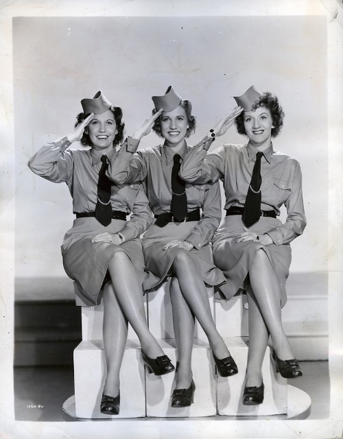 Andrews Sisters Boogie Woogie Bugle Boy - YouTube