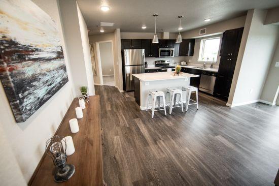Grand Crossing Apartments - Cedar Falls | Rent College Pads