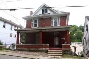 WVU-Apartment-Building-218804.jpg