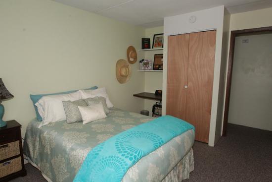 UIUC-Apartment-Building-464166.png