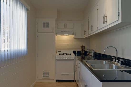 University-of-Arizona-Apartment-Building-498538.jpg